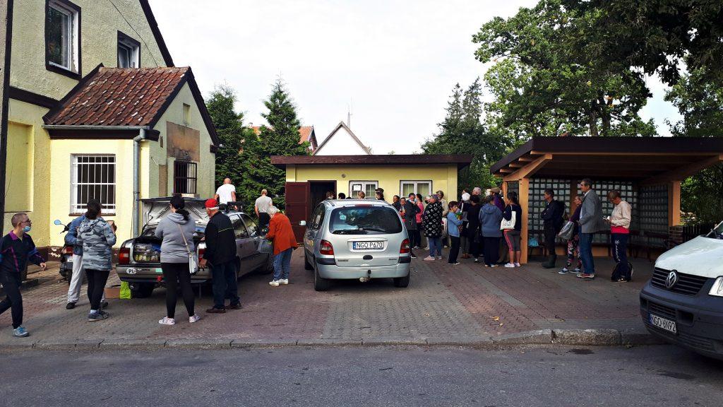 Wielokrotnie pracownicy Banku rozwozili pomoc żywnościową. Nawet w najdalsze zakątki województwa, np. do Dubeninek.
